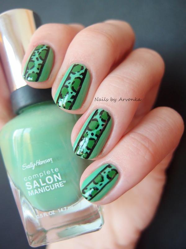 Green Leopard nail art by Veronika Sovcikova