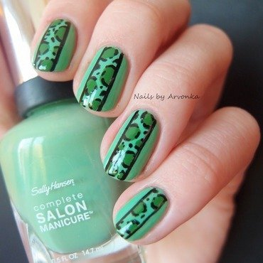 Green Leopard nail art by Veronika Sovcikova
