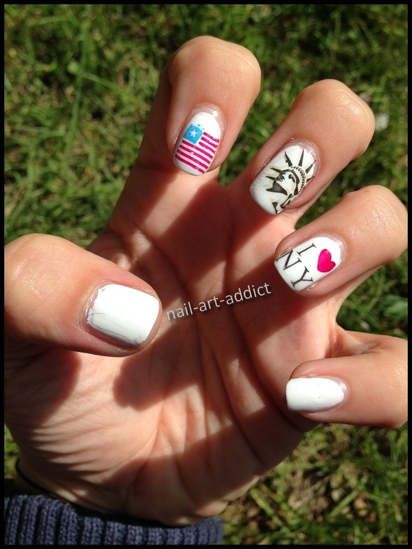 Nail Art : Stamping New York nail art by SowNails
