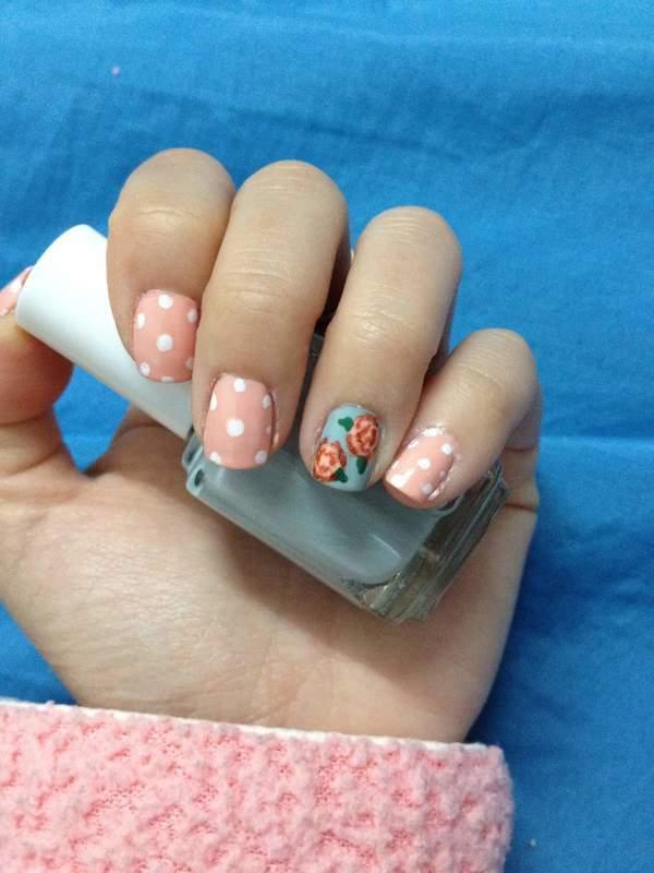 Vintage floral blush nail art by Rellmvn