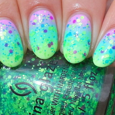 Neon Gradient & Neon Glitter nail art by Plenty of Colors