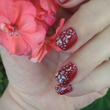 Somewhat Lace-ish nail art by tigerlyly