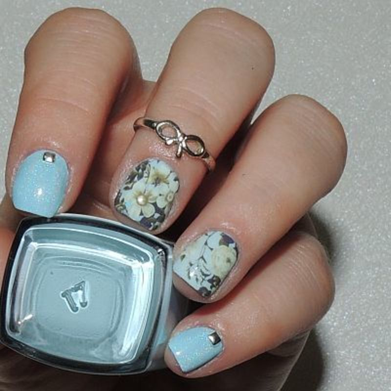 Fleurs Blanches nail art by Ka'Nails