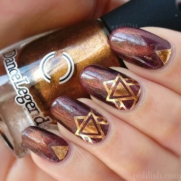 Geometric design with gold foil temporary tattoos nail art by polilish