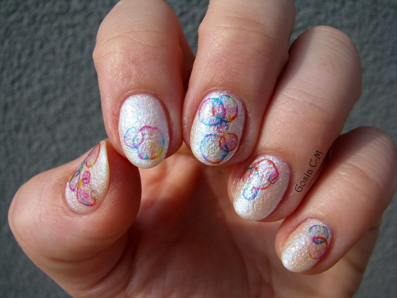 Soap bubbles nail art by Nail Crazinesss