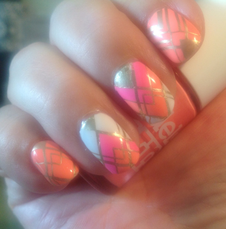 Neometric nail art by Ronit