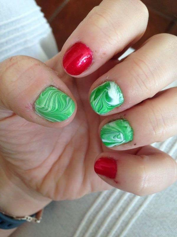 Christmas marbling nail art by Rezingona