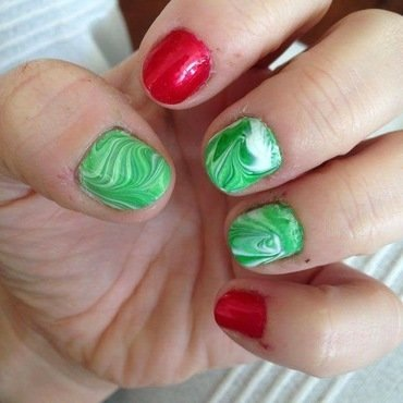 Christmas marbling nail art by Rezingona