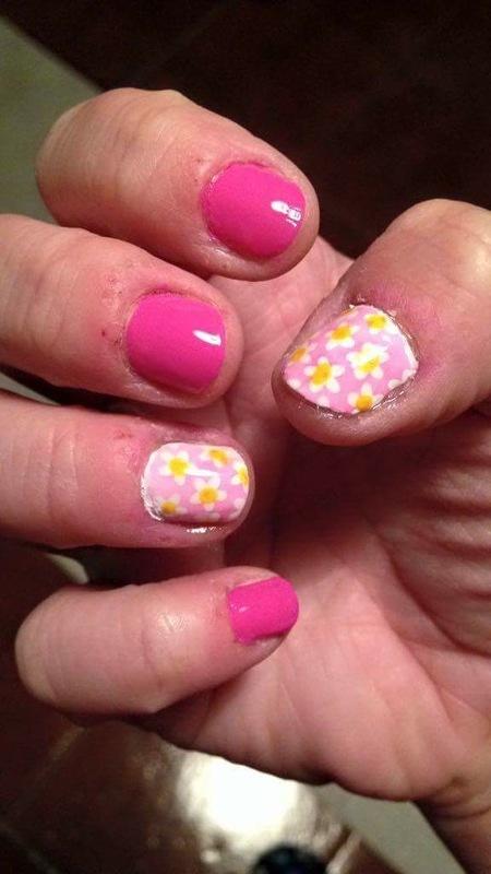 Spring daisies nail art by Rezingona