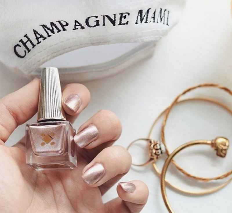 Champagne Mami // nail art by Deco Miami