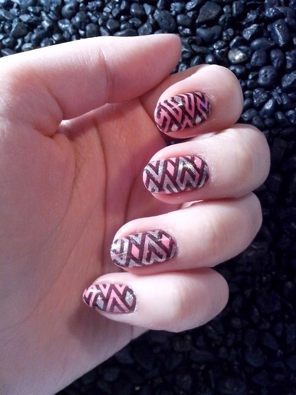 #13 nail art by Lyanna