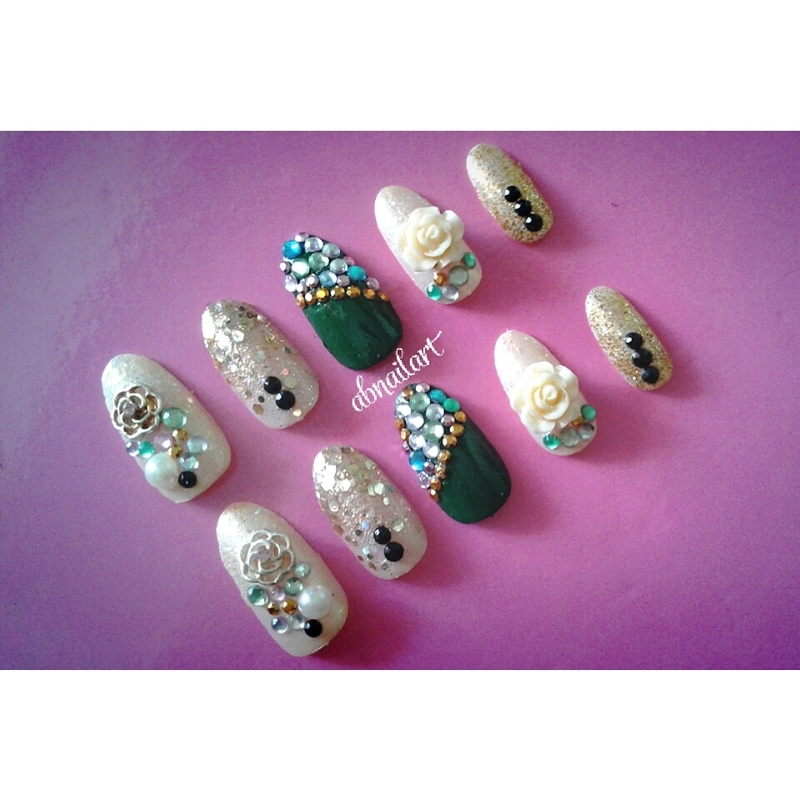 Goldy Blink nail art by moii phing