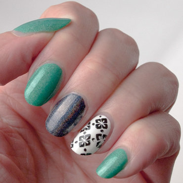 Accents reused1 bright green black white instagram thumb370f
