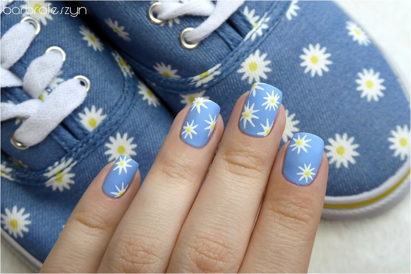My daisy nails matching my sneakers nail art by barbrafeszyn