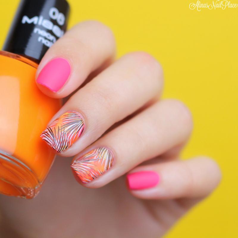 Palmtrees  nail art by Alina E.
