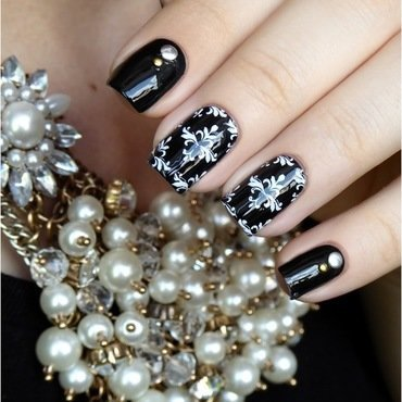 Classy and chic nail art by barbrafeszyn