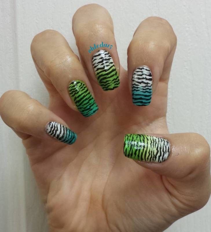 Tattgirl's Tiger Stripes nail art by chleda15
