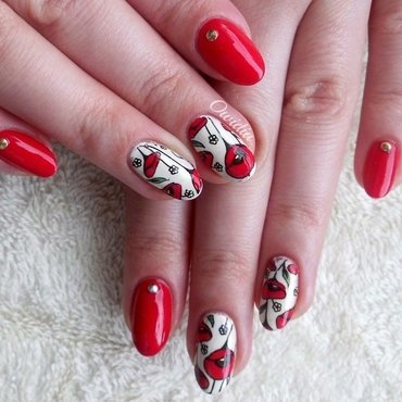 Poppy flowers. nail art by Owidia