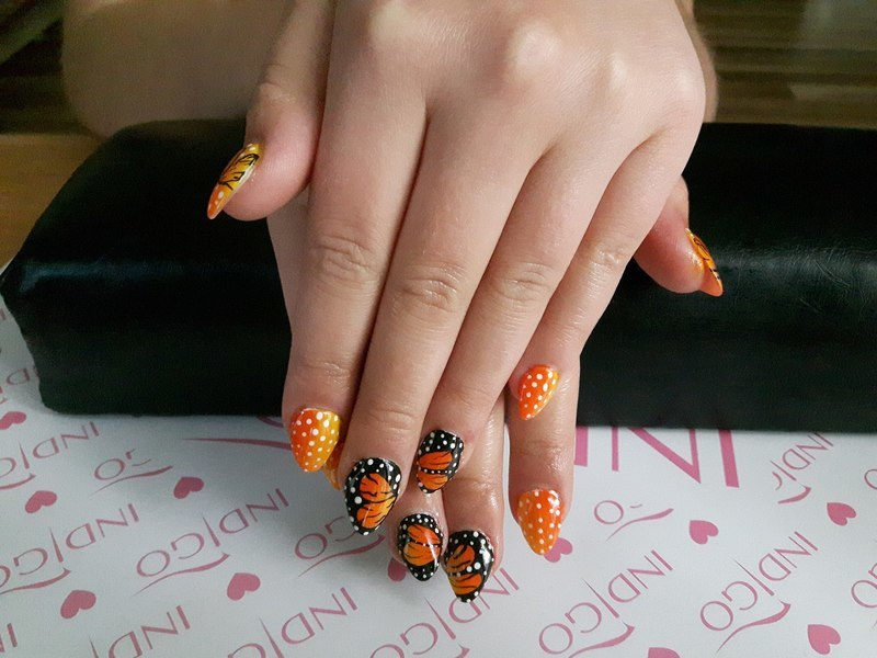 Butterfly Ombre Oragne  nail art by Ewa EvaNails
