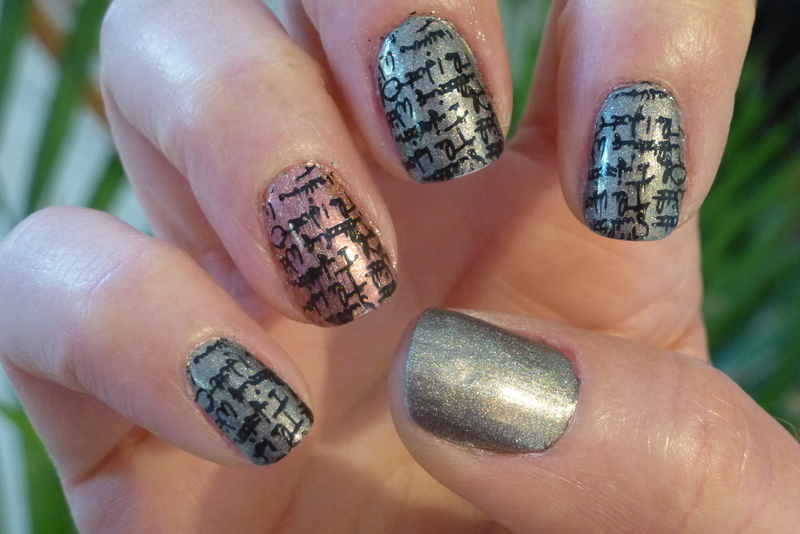 Holo nail art by Barbouilleuse