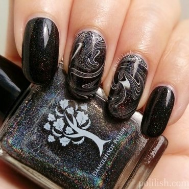 Black and white watermarble nail art by polilish