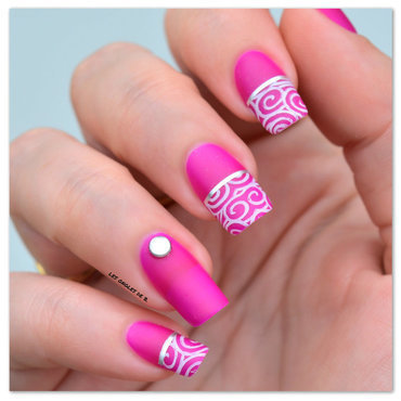 Stamping et stripping tape nail art by Les ongles de B.