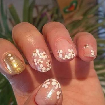 Flowery nail art by Barbouilleuse
