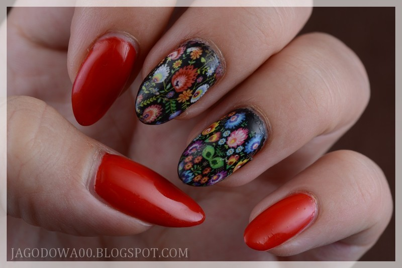 Folk flowers nail art by Jadwiga