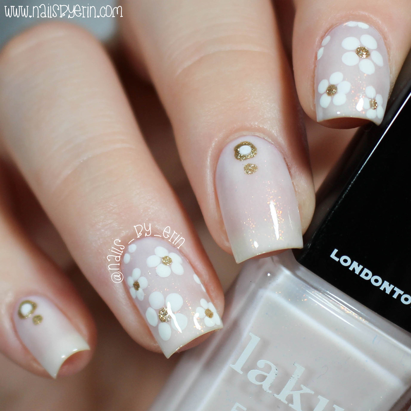 White and Gold Daisy Nails nail art by Erin