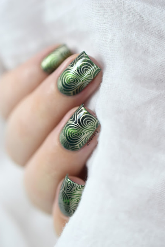 Magnetic shell nail art by Marine Loves Polish
