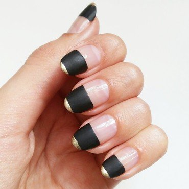 Matte Black Minimalism nail art by Cutecle