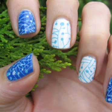 Blue and white nails nail art by agazar30
