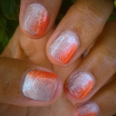 White, camel and orange fan brush manicure Friday nail art by Avesur Europa