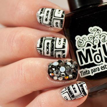Black and white music nails nail art by Zara TracesOfPolish