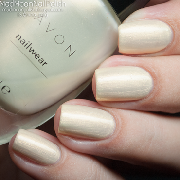 Avon Nailwear Pale Gold Swatch by Irina Zorg
