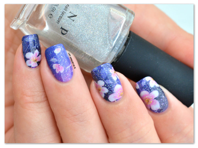 Flowers by night nail art by Les ongles de B.