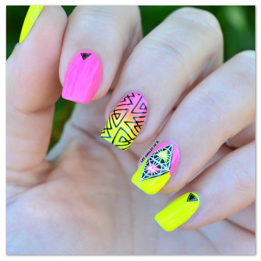 Yellow & Pink nail art by Les ongles de B.