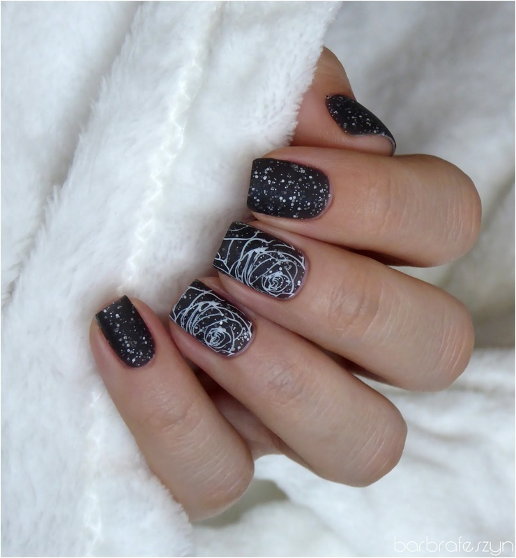 Black and white roses nail art by barbrafeszyn