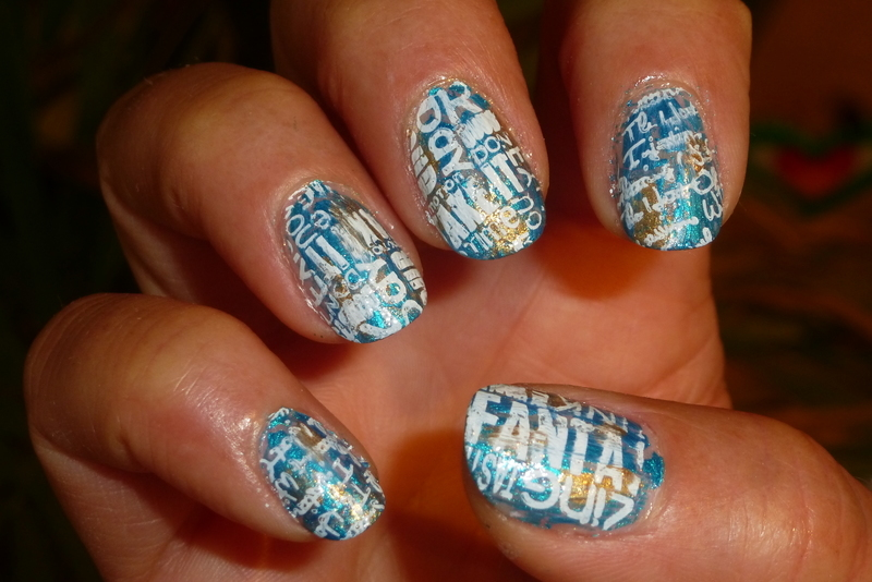 News ! Blue and Gold nail art by Barbouilleuse