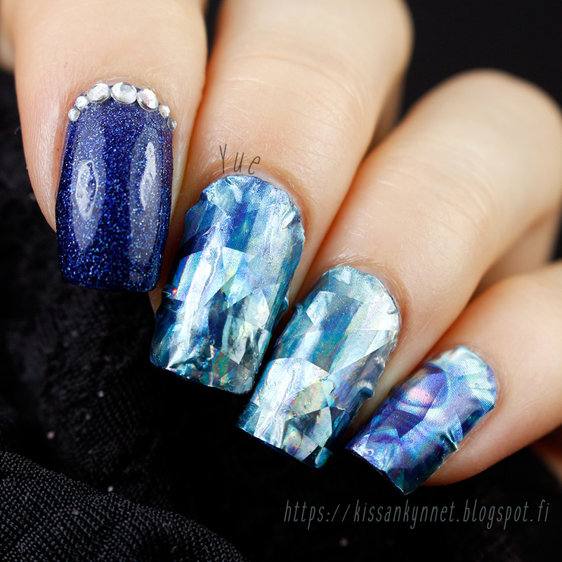 Blue Diamonds nail art by Yue