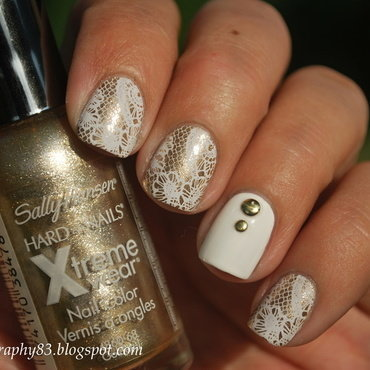 White laces inspired @ilda_bp nail art by Hana K.