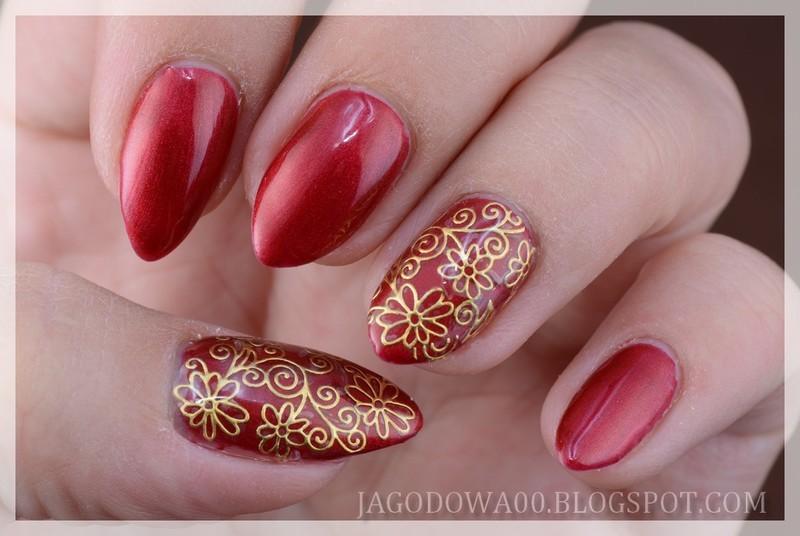 Golden flowers nail art by Jadwiga