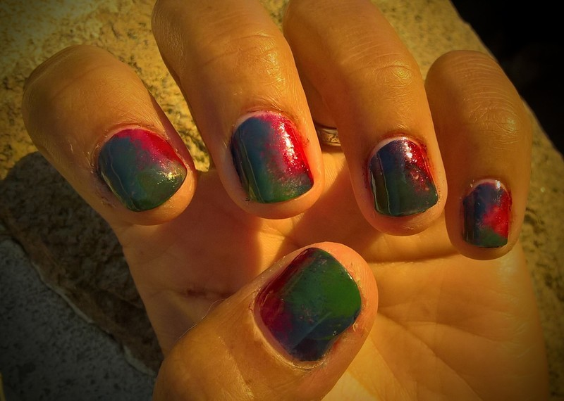 Fanbrushfriday with cobalt blue, magenta and mossy green nail art by Avesur Europa