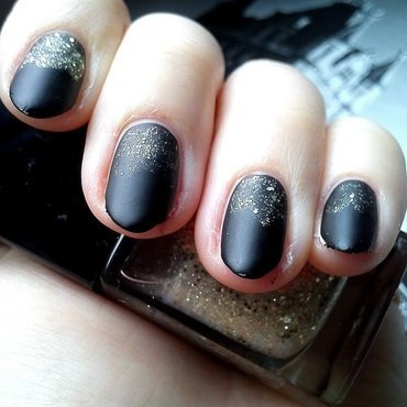 Black&Gold nail art by StyleNailsAndYou