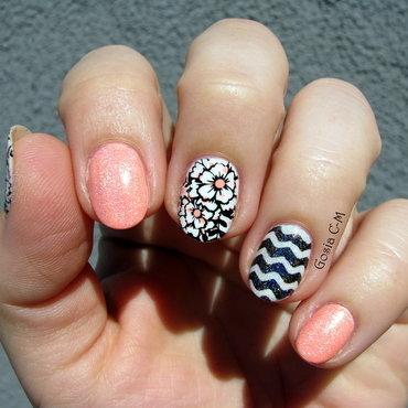 B & W & Neon & Holo nail art by Nail Crazinesss