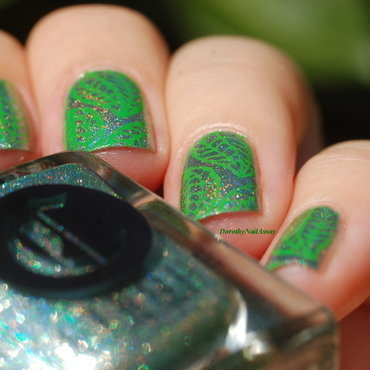 leaf over the holo! nail art by Dorothy NailAssay