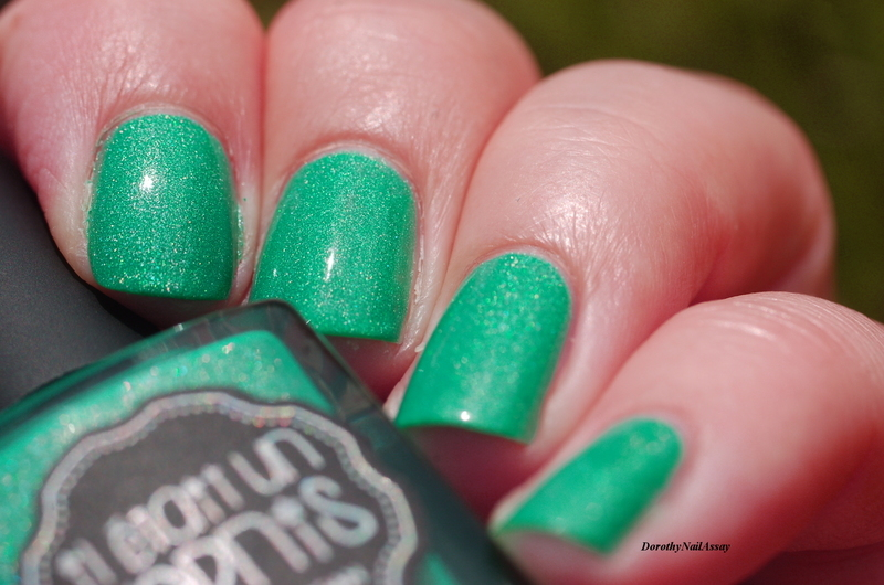 Il était un vernis Peace, Love and Chill Swatch by Dorothy NailAssay