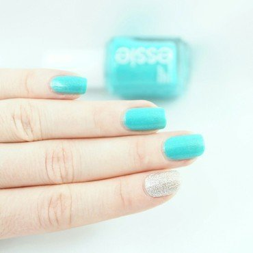Essie Viva Antigua Swatch by Ann-Kristin