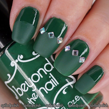 31DC2016: Day 4 - Green Nails nail art by Maddy S