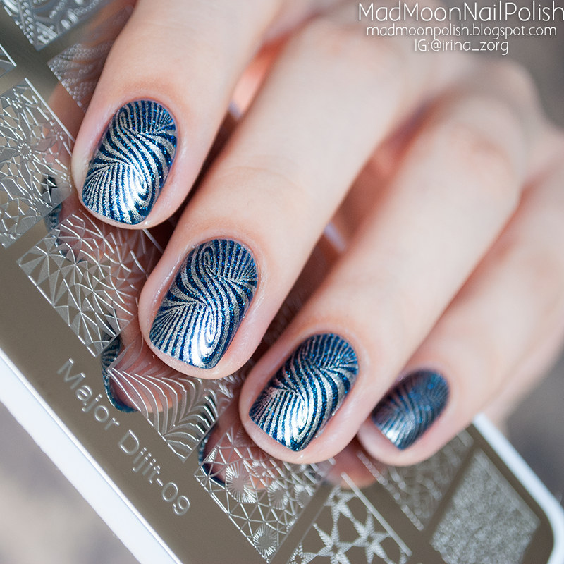 Silver cosmic optical illusion. nail art by Irina Zorg